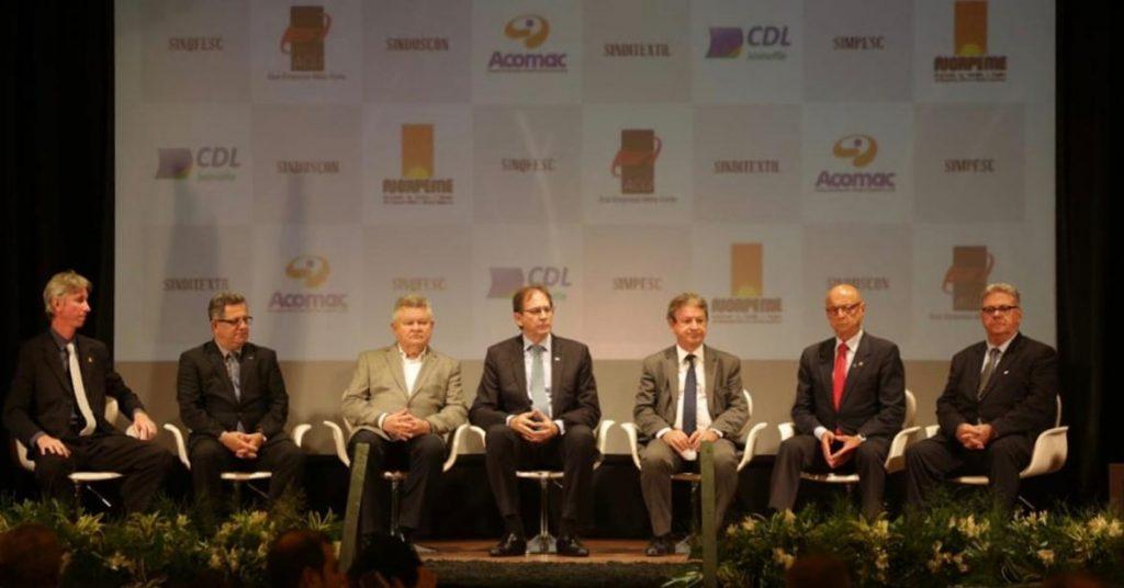 aclamada-homenagem- presidente-Fiesc- Joinville-acij