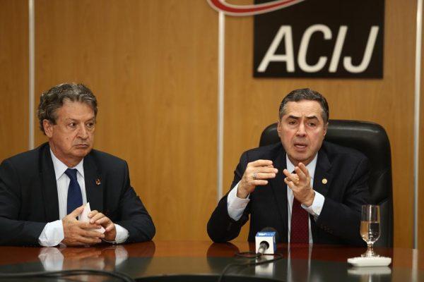 Ministro Barroso destacou os avanços e os problemas adquiridos nestes 30 anos de Democracia. Evento marcou o encerramento das reuniões de 2018 na ACIJ.