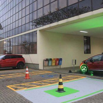 general-motores-instala-na-acij-ponto-para-abastecimento-de-carros-eletricos