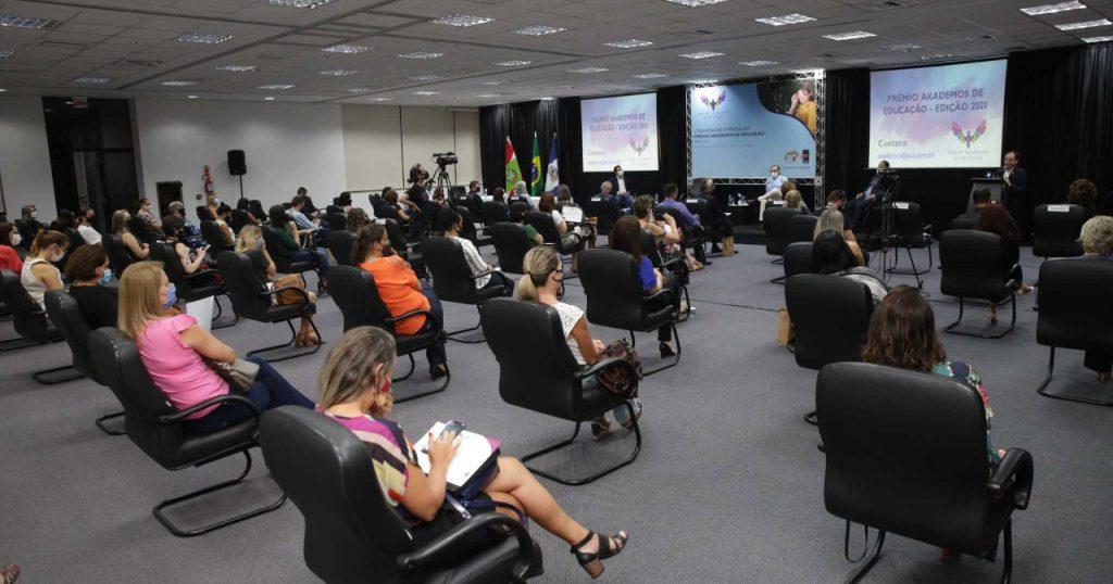 conheca-os-professores-de-Joinville-que-receberam-o-premio-akademos-de-educacao-da-acij-1